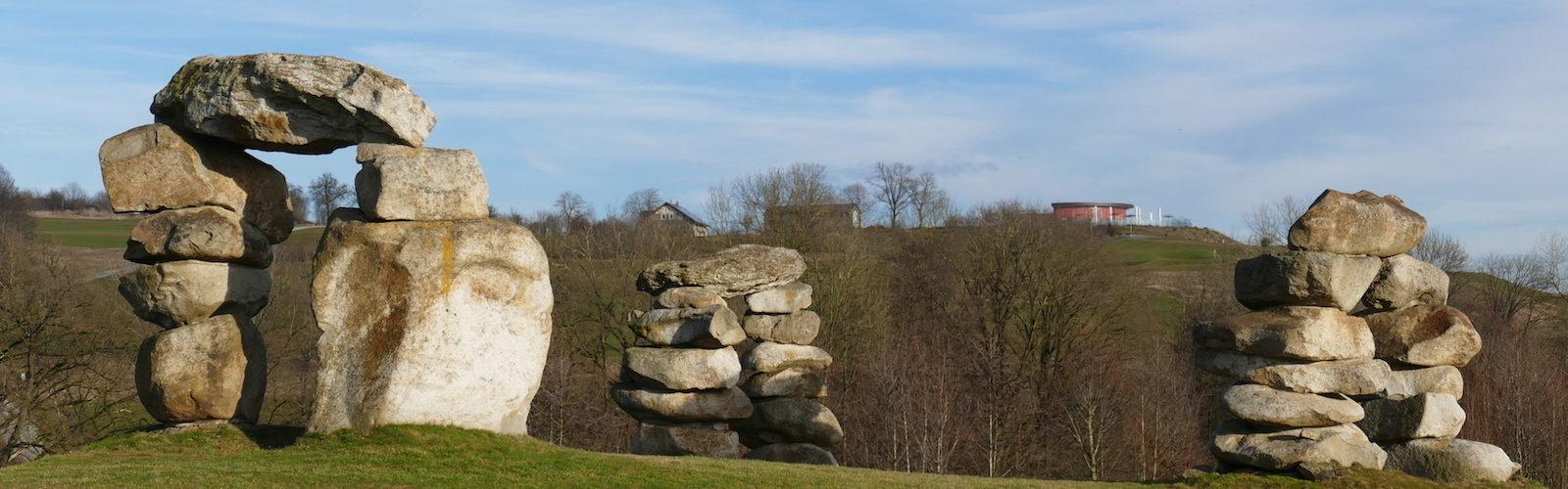 Bahn 13 mit toller Perspektive: Stonehenge und Clubhaus von Panorama-Golf