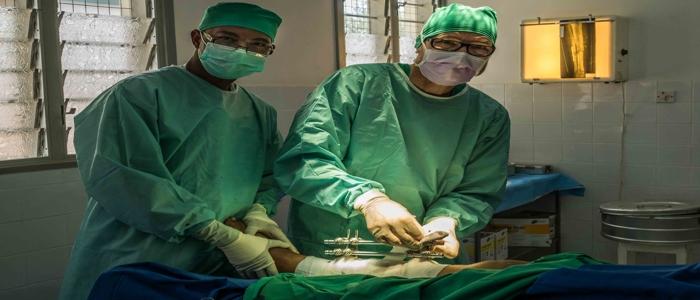 Interplast unterstützt weltweit Menschen, die nach Krankheit, Krieg oder Unglücken eine plastische Behandlung benötigen.